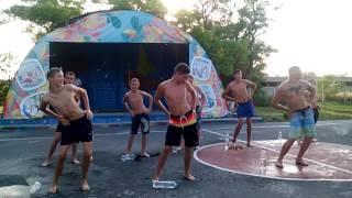 Танец 'мокрая девочка' от 1 отряда