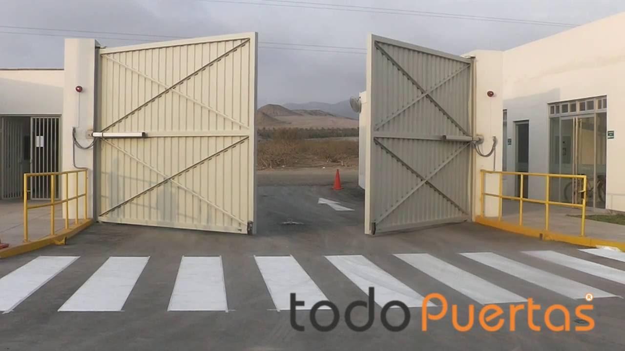 Puerta automatica batiente industrial de 2 hojas for Puerta industrial