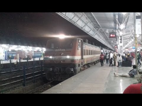 12191 Shridham Express Arriving Agra Cantt With ET WAP 4.