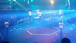 Download Video 26.02.17 EXO Lucky One fancam @ EXOrDIUM in Manila D2 MP3 3GP MP4