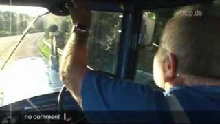 bluptv: Trecker darf auf Autobahn fahren