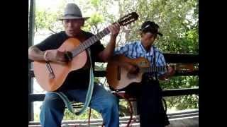 Video Yo Vendo Unos Ojos Negro - Los Aguileras download MP3, 3GP, MP4, WEBM, AVI, FLV Agustus 2018