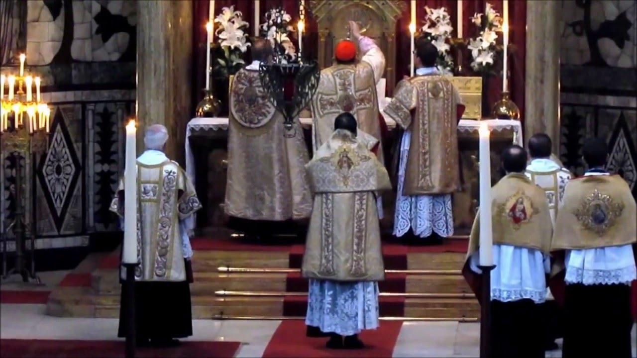 the roman catholic funeral rite vs From the english translation of the roman missal© 2010, international commission on english in the liturgy corporation funeral mass introductory rites.