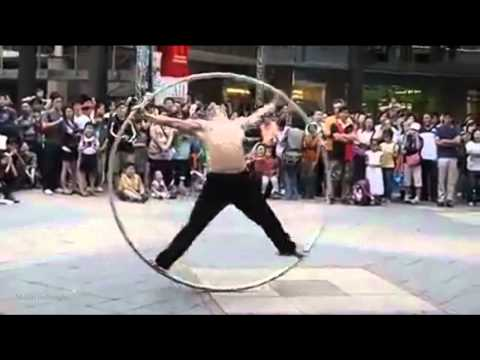 Amazing Ring Man on the street - Shows the talent