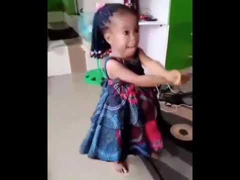 African kid dancing and singing to Tekno (Skeletun