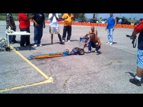 R/C 1/4 Scale Dragster with NOS Nitrostreets.com goes out of control drag race @80mph