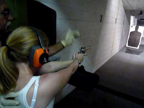 Elle fires a 44 Magnum