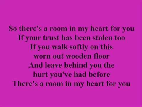 Faith hill a room in my heart with lyrics youtube for Living in a box room in your heart lyrics