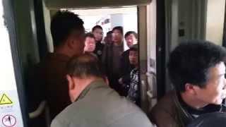 Обыкновенный поезд в Китае(Это видео - ответ на ролик, снятый ребятами с проэкта 1.5млрд (https://www.youtube.com/watch?v=GZe18eITxqs). В комментариях в конта..., 2015-05-17T01:03:41.000Z)