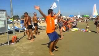 заводной флешмоб на пляже (Римини, август 2013)