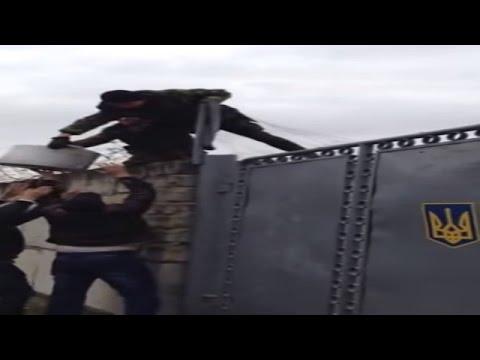 Ukraine War - Crimean tatars feed Ukrainian army blocked by Russian troops