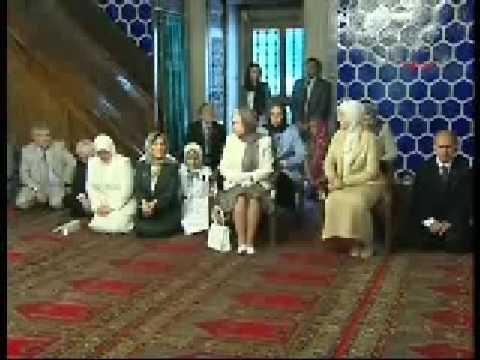 Queen Elizabeth II listened to Quran in the Mosque
