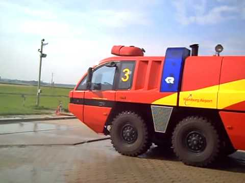 Flughafenfeuerwehr   Panther in Action   YouTube