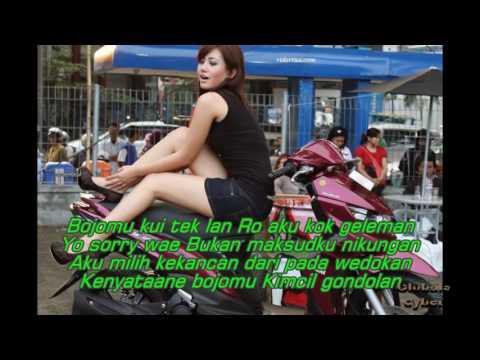 Hip hop terpopuler 2017 Aku Ra Nikung, (lirik)