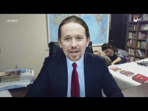 Parodia Pablo Iglesias entrevista de la BBC interrumpida por 2 niños