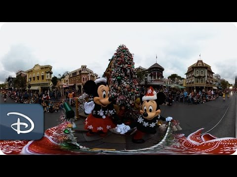 360 Video: A Christmas Fantasy Parade | Disneyland Resort