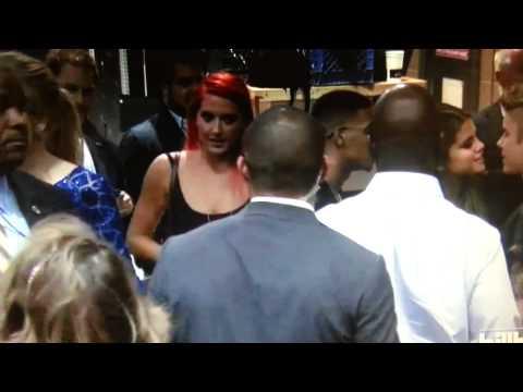 [HD] Justin Bieber and Selena Gomez kissing backstage Billboard Awards 2013