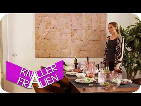 Tisch abräumen Level 2000 [subtitled] | Knallerfrauen mit Martina Hill