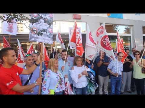 Concentración de UGT frente a Supermercados Lupa para protestar contra las cajas autocobro