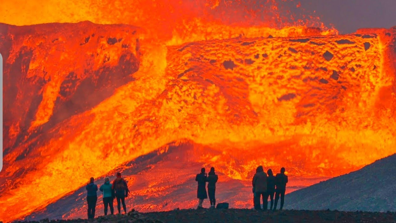 HUGE LAVA FLOWS LEAVE PEOPLE IN AWE-MOST AWESOME VIEW ON EARTH-Iceland Volcano Throwback -May31 2021