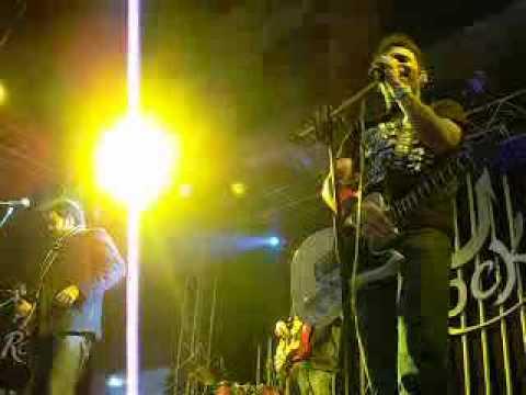 Laree chootee.. Call band live at superior university....