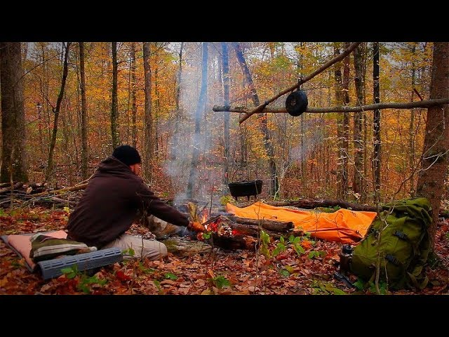 fall-camping-in-the-woods