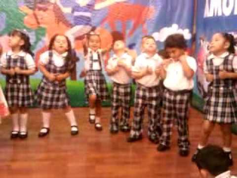 Baile del chuchu ua jardin de ni os justo sierra sabado for Jardines pequenos para ninos