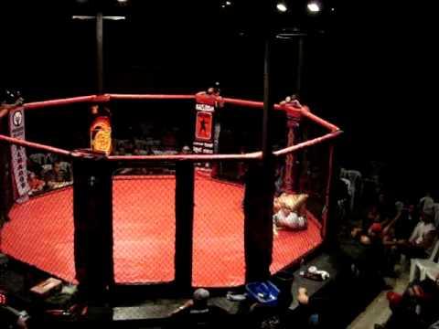 MMA Ecuador - Montenegro VS Cevalloz - Round 3