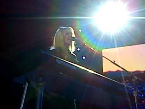 Christine McVie - First Show with Fleetwood Mac. Don't Stop O2 London September 27, 2013