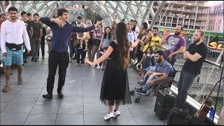 Девушка Танцует На Мосту Мира В Тбилиси С Парнями 2019 Мой Нанак ALISHKA FATO ABDULLA ELVIN