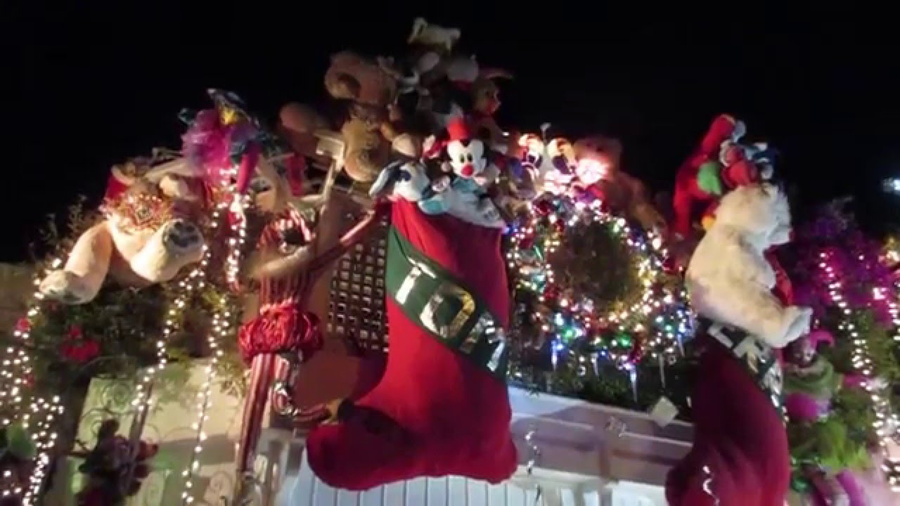 Tom and Jerry Christmas House San Francisco California 2015 - YouTube