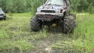 off road Toyota Bomb vs UAZ тяни толкай едет ВЗад 4х4