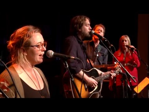 Hayes Carll / Wild Child / eTones - Troubled And I Don't Know Why (eTown webisode #960)