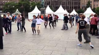 В центре Страсбурга танцуют Хастл