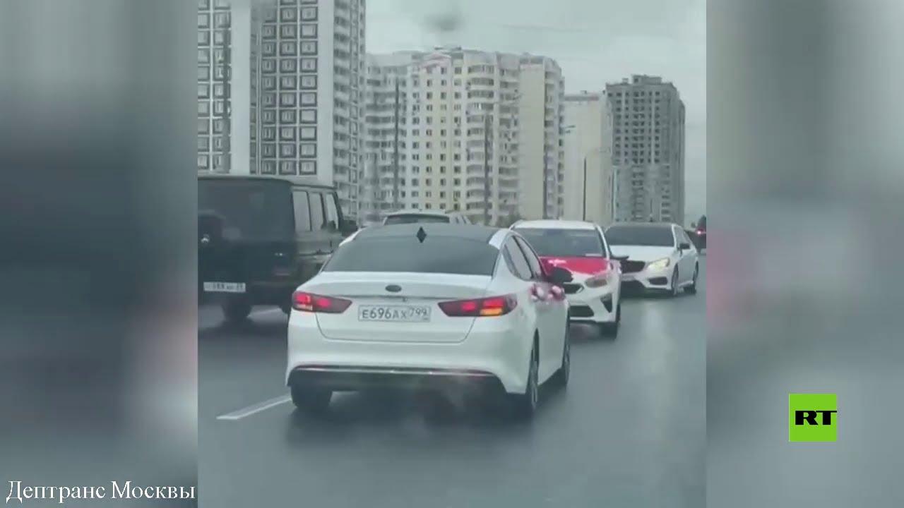 بدا وكأنه عرس تركي.. سيارة تتقدم موكبا وتخالف السير في شارع بموسكو  - نشر قبل 2 ساعة