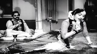 aise waise thikano par jaana bura hai..Sadhna-lata-sahir-n.dutt.-dancing queen vyjayantimala