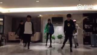 【TFBOYS】shuffle dance từ một máy quay khác, độ điên tăng cao hơn trước