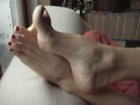 Sexy Aga's high arche bare feet