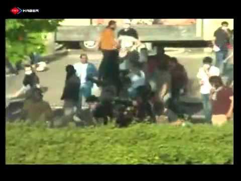 Eylemcilerin polise linç girişimi böyle görüntülendi