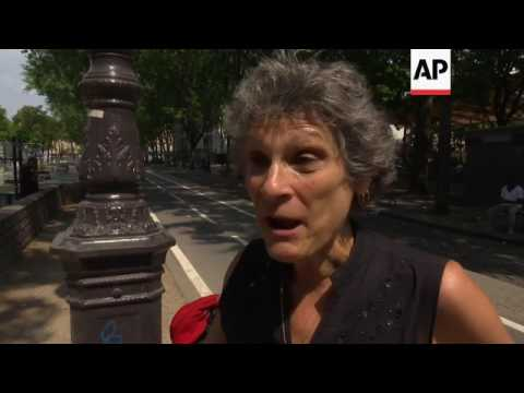 French dive into canal to escape heatwave