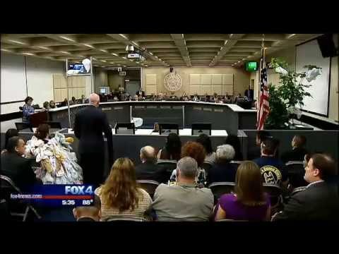 Dallas trashes 5 cent disposable bag fee