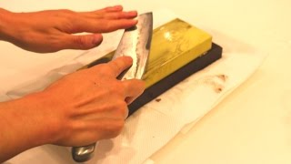 【ASMR】Sharpen a knife on a whetstone .包丁の研ぐ音を聴く【赤髪のとも】