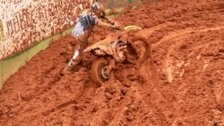 Mundial motocross Beto Carrero MX,1 Cairoli cai e fica preso na proteção