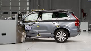 2016 Volvo XC90 driver-side small overlap IIHS crash test