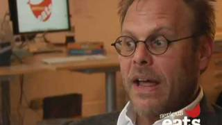 Baixar Chewing the Fat: Alton Brown on Donuts