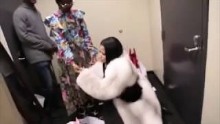 Repeat youtube video Nicki Minaj TWERKING back stage before Tidal Performance!