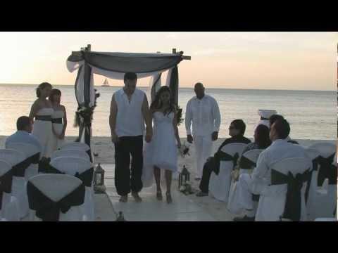 jesse-&-jessenia-beach-wedding-compilation-@-divi-phoenix-aruba