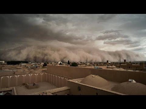 Una ciudad engullida por una tormenta de arena en Irán