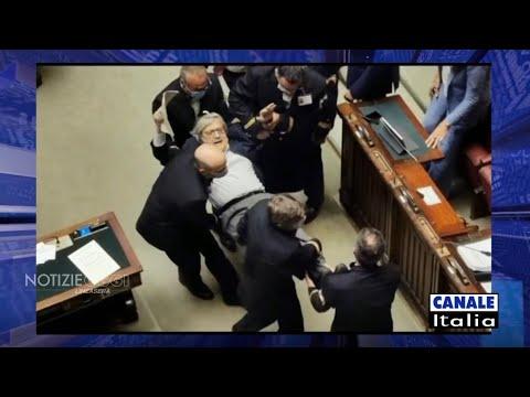 Sgarbi espulso alla Camera e portato via di peso dai commessi di Montecitorio | Canale Italia
