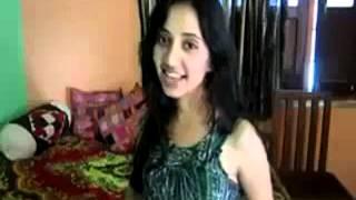 Dheere Dheere Se Meri Zindagi Mein Aana - Girl Singing